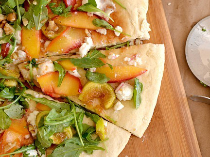 Honey, apricot and goat cheese pizza