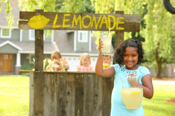 kids running lemonade stand