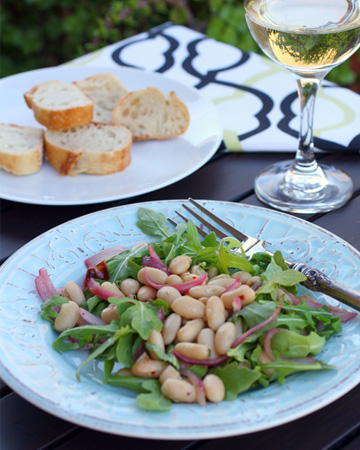 Meatless Monday: Warm white bean and arugula salad