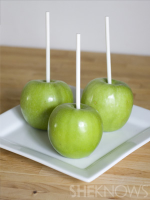 Prepare your apples | Vampire Caramel Apples