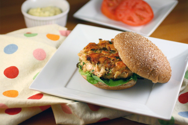Sunday Dinner: Salmon burgers with homemade tarter sauce