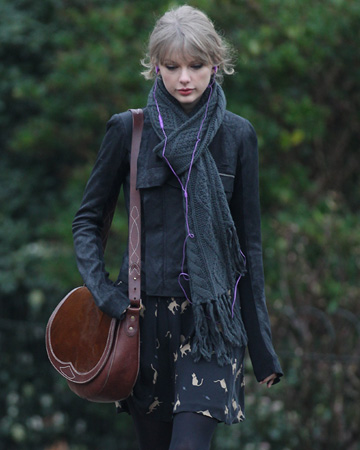 Taylor Swift wearing a scarf