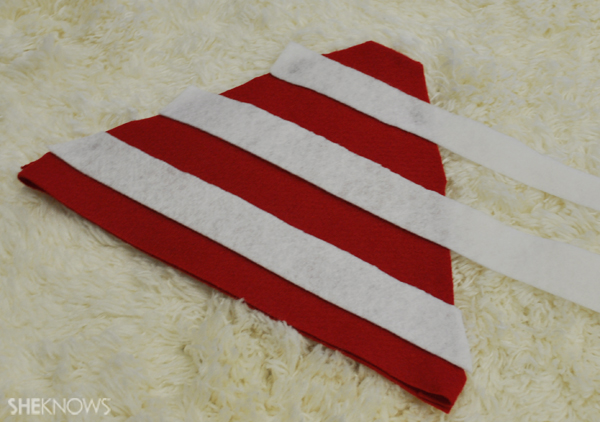 Line up the felt so you get alternating stripes of color on the Waldo hat