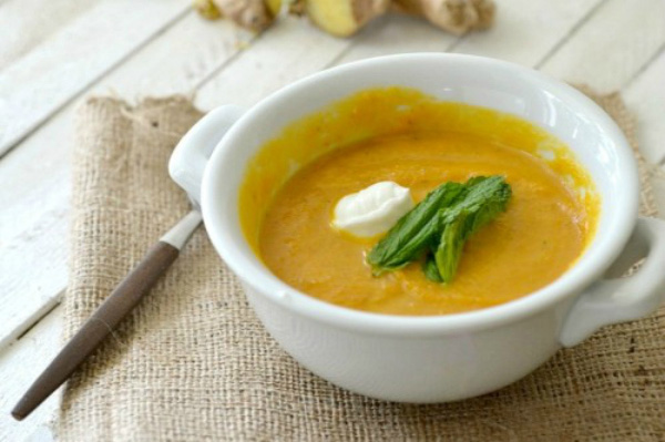 Slow cooker gingered carrot soup