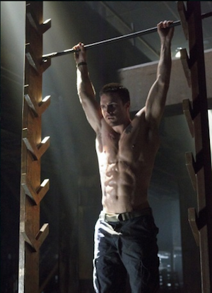 Oliver Queen's impressive pull-ups