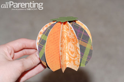 Fun paper pumpkin tutorial step 9