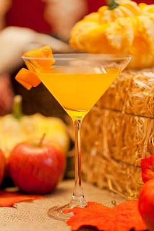 Slim and sparkling orange mango martini