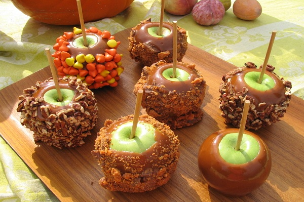 How to make homemade caramel apples for Caramel apple recipes for halloween