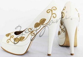 ream and tan leather pump