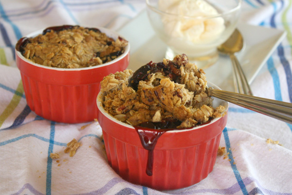 Gluten-free Goodie of the Week: Individual mixed berry and pecan crisps