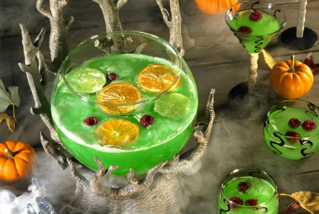 21 spooky halloween cocktails to celebrate in style for Alcoholic drinks for halloween punch