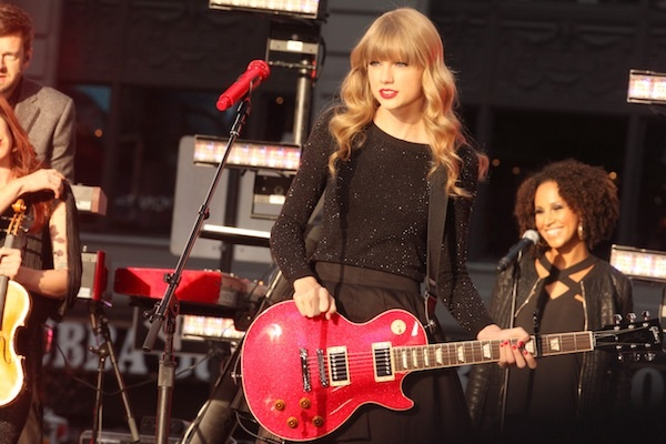 Taylor Swift 2012 CMA Entertainer of the Year