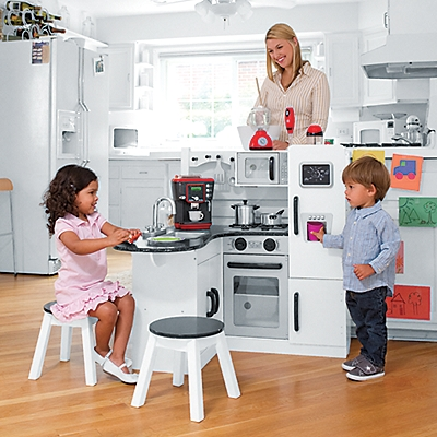 Kidkraft Play Kitchen Giveaway: realistic play kitchen