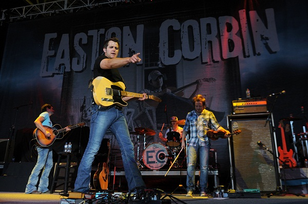 Easton Corbin performs