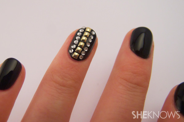 nail art tutorial - add rhinestones