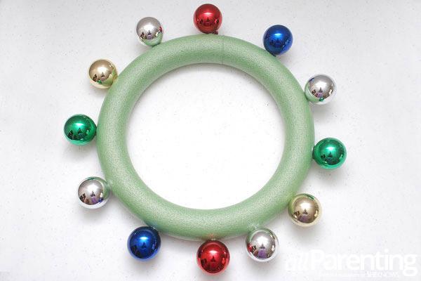 Christmas ornament wreath step 3