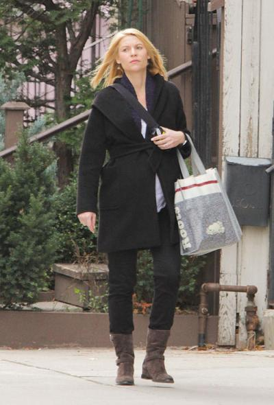 Pregnant Claire Danes