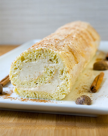 Eggnog roulade with rum buttercream