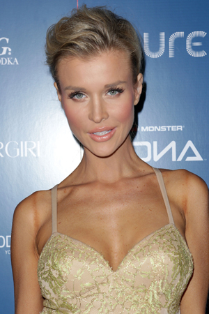 Joanna Krupa is single again, guys