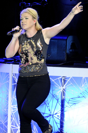 Kelly Clarkson wants to get engaged