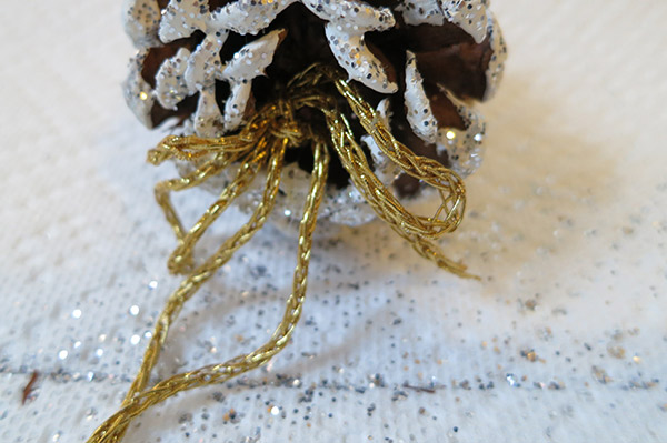homemade pinecone ornaments