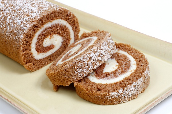 Elegant and absolutely delish, this pumpkin roll cake is destined to ...