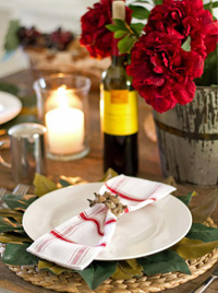 red and rustic Thanksgiving tablescape