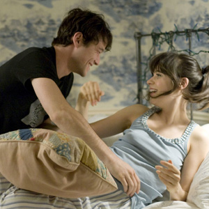 Joseph Gordon Levitt and Zooey Deschanel