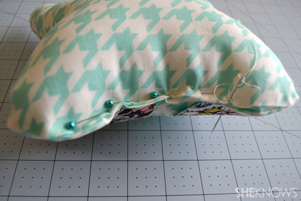 DIY Owl Pillow: Stitch bottom close