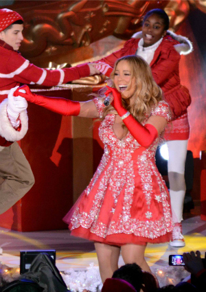 Mariah Carey filming the Rockefeller Center tree ceremony