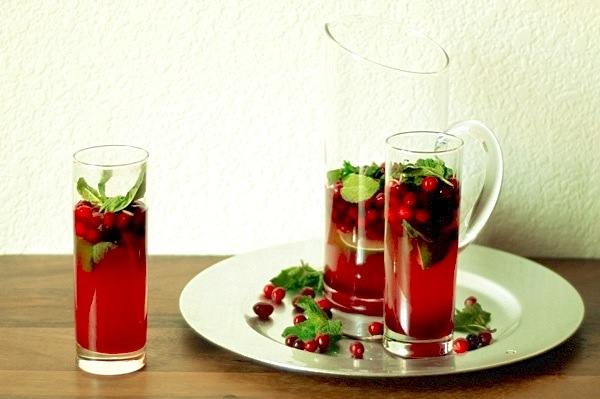 holiday guests with this beautiful cranberry mojito. Fresh cranberries ...