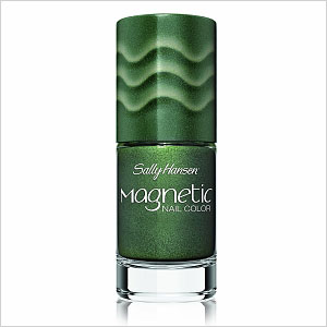 Green magnetic nail polish