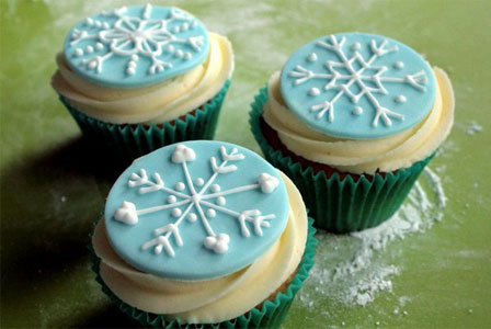 snowflake cupcakes