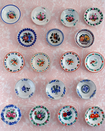 Decorative plates on wall