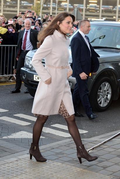 Pregnant Kate Middleton baby bump