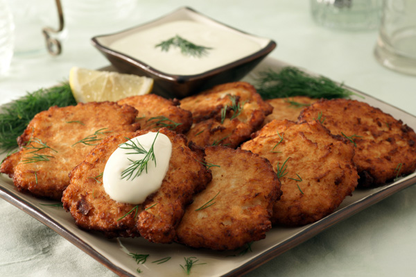 latkes with dipping sauce