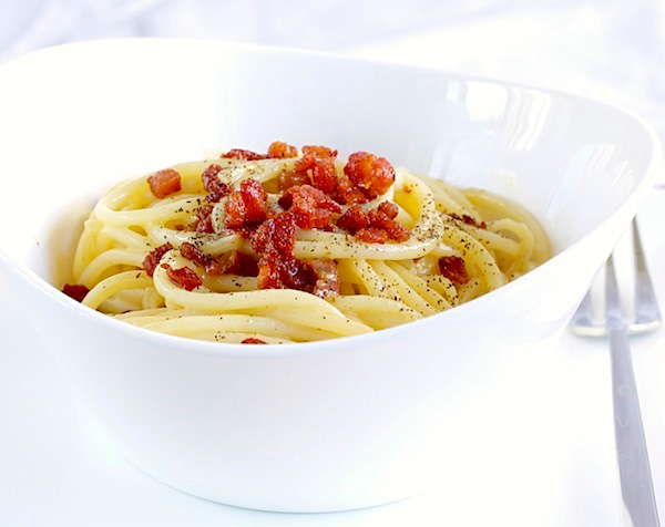 spaghetti carbonara dish