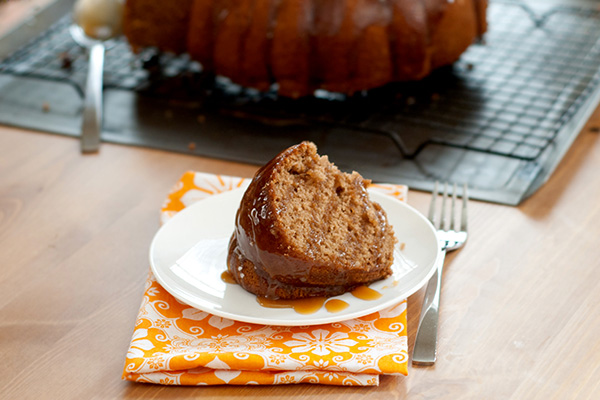 apple bundt cake apple cinnamon chip bundt cake spiced caramel apple ...