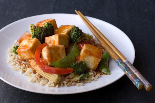 Sweet and spicy asian tofu with kale