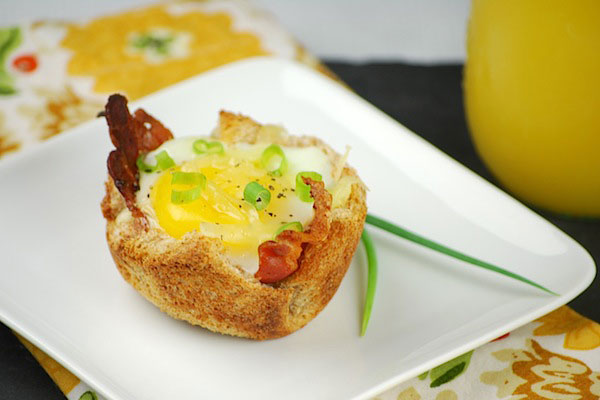 Bacon eggs andcheese toast cups