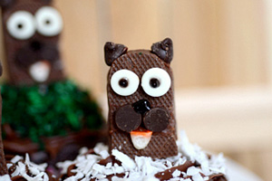 Groundhog cupcakes accent