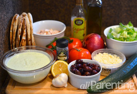 Greek chicken pitas ingredients