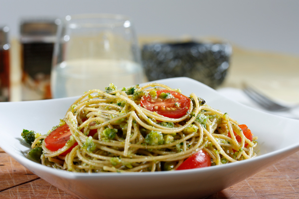 Barilla PLUS Spaghetti with grape tomatoes and pistachio-aromatic herb pesto recipe
