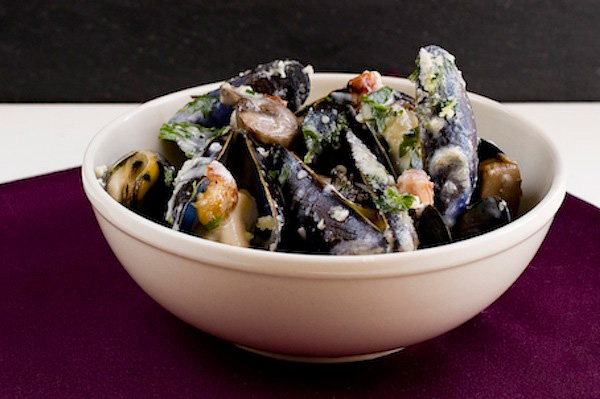 Creamy mushroom and pancetta mussels