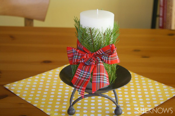 Decorate candles with fragrant leaves