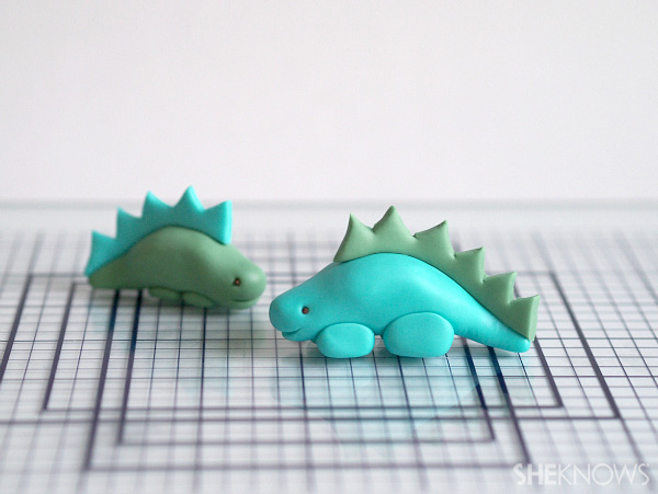 how to Make a dinosaur out of fondant