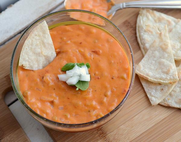 Easy vegan queso dip