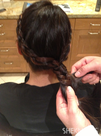 Get Lucy Liu's hairstyle from the 2013 Golden Globes -- Step 6