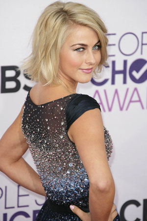 Get Julianne Hough's PCAs makeup look