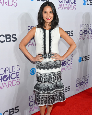 What is Olivia Munn wearing?